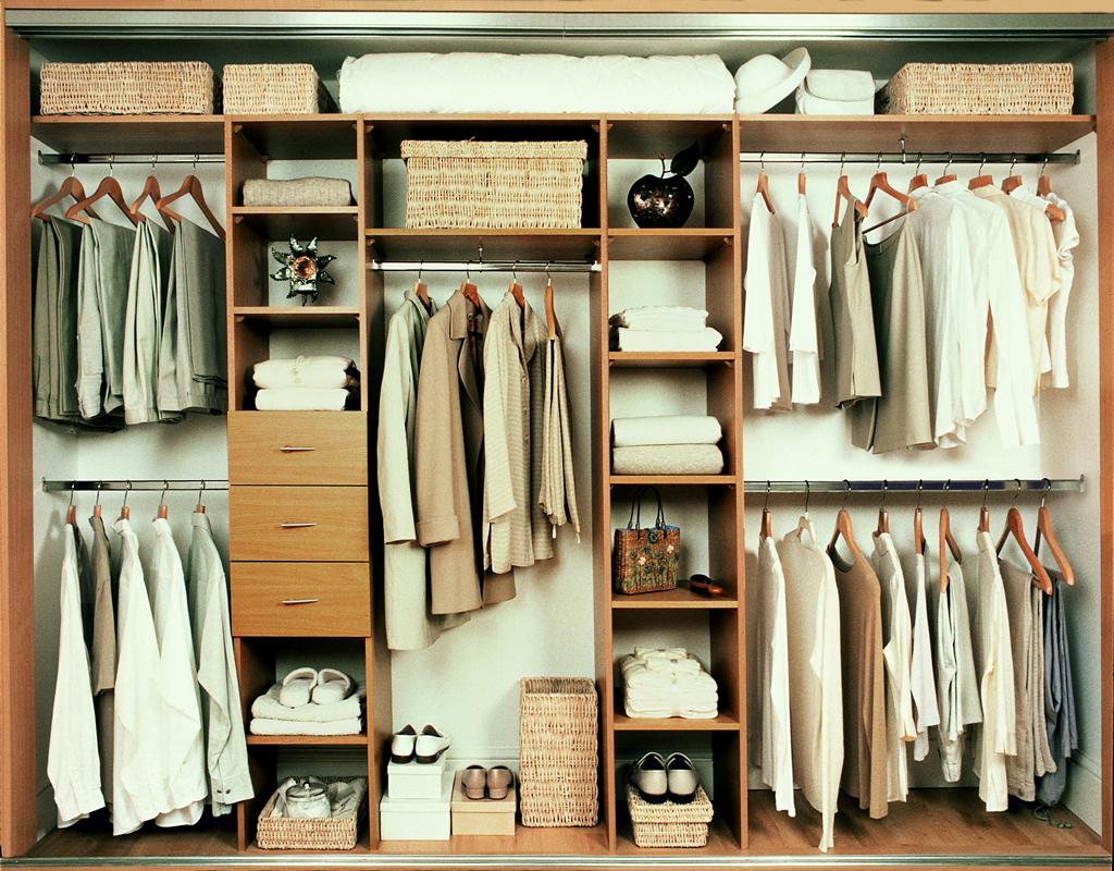 Sliding wardrobe doors and wardrobe interiors oak for Wardrobe interior designs