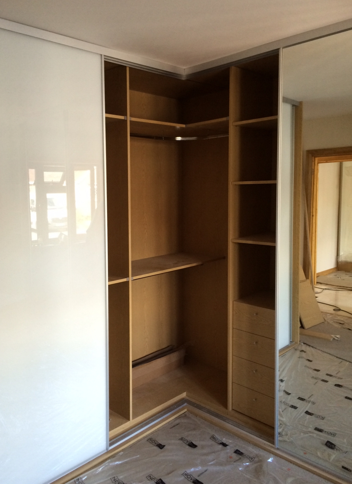 Sliding wardrobe doors and wardrobe interiors corner l for Sliding wardrobe interior designs