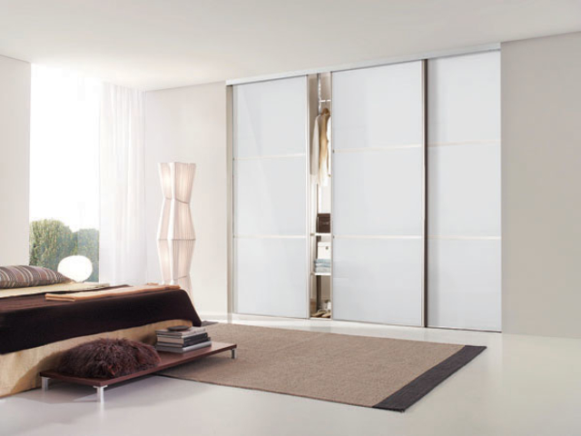 3 Panel Wide Line Pure White Glass with Silver Frame (Classic Contour S700)