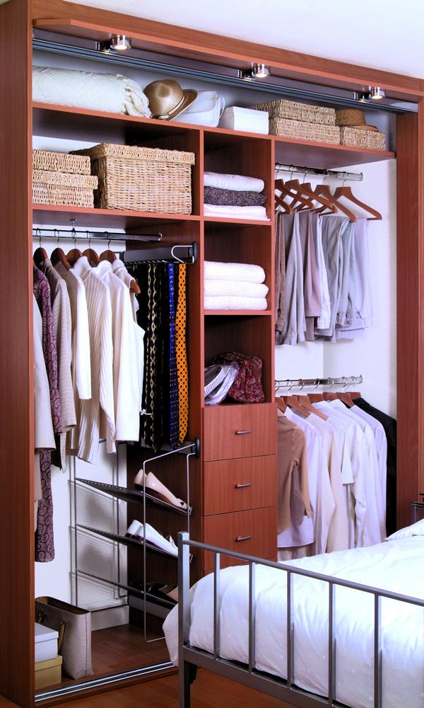 Подсветка шкафа купе, освещение гардеробной комнаты..